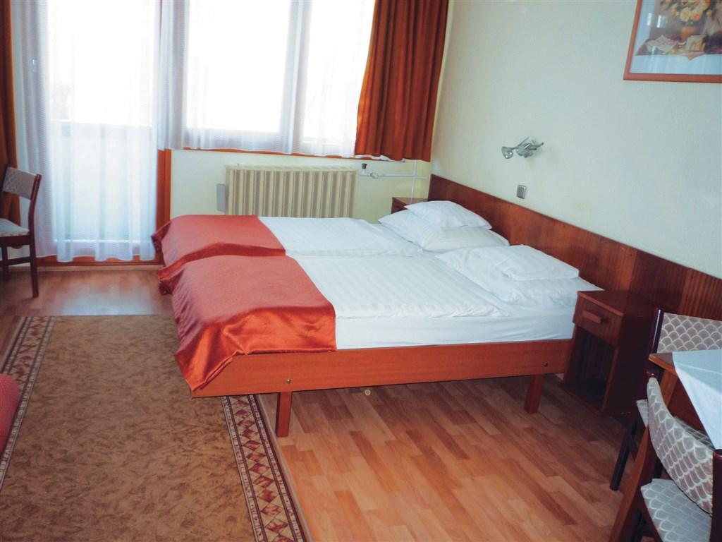 Apartmánový hotel Bük #3
