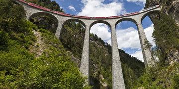 Nejkrásnější motivy Alp Arlberskou drahou a trasou Bernina a Glacier Expressu