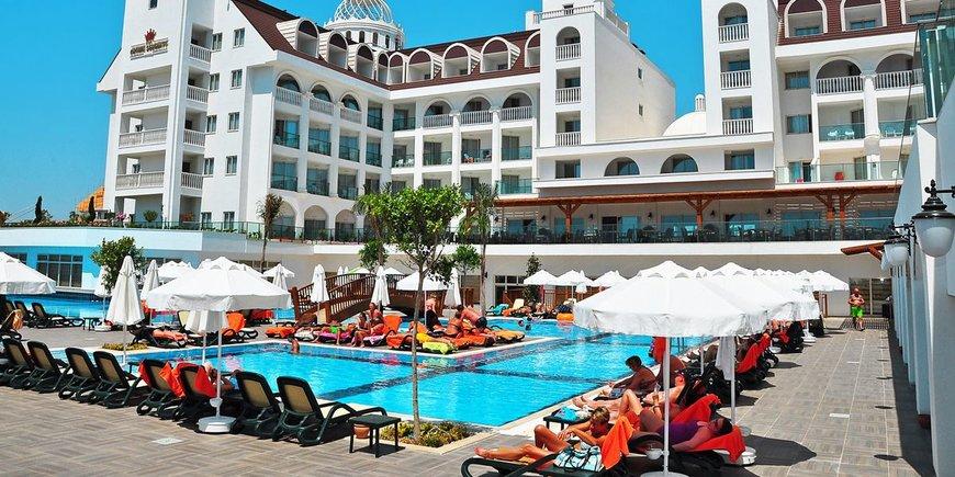 Hotel Crown Serenity