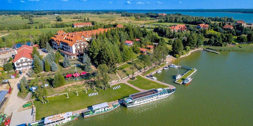 Hotel Robert's Port Lake Resort & Spa