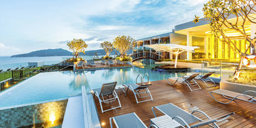 Hotel Crest Resort & Pool Villas