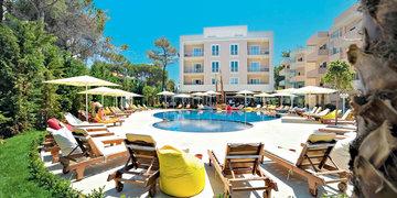 Hotel Sandy Beach Resort