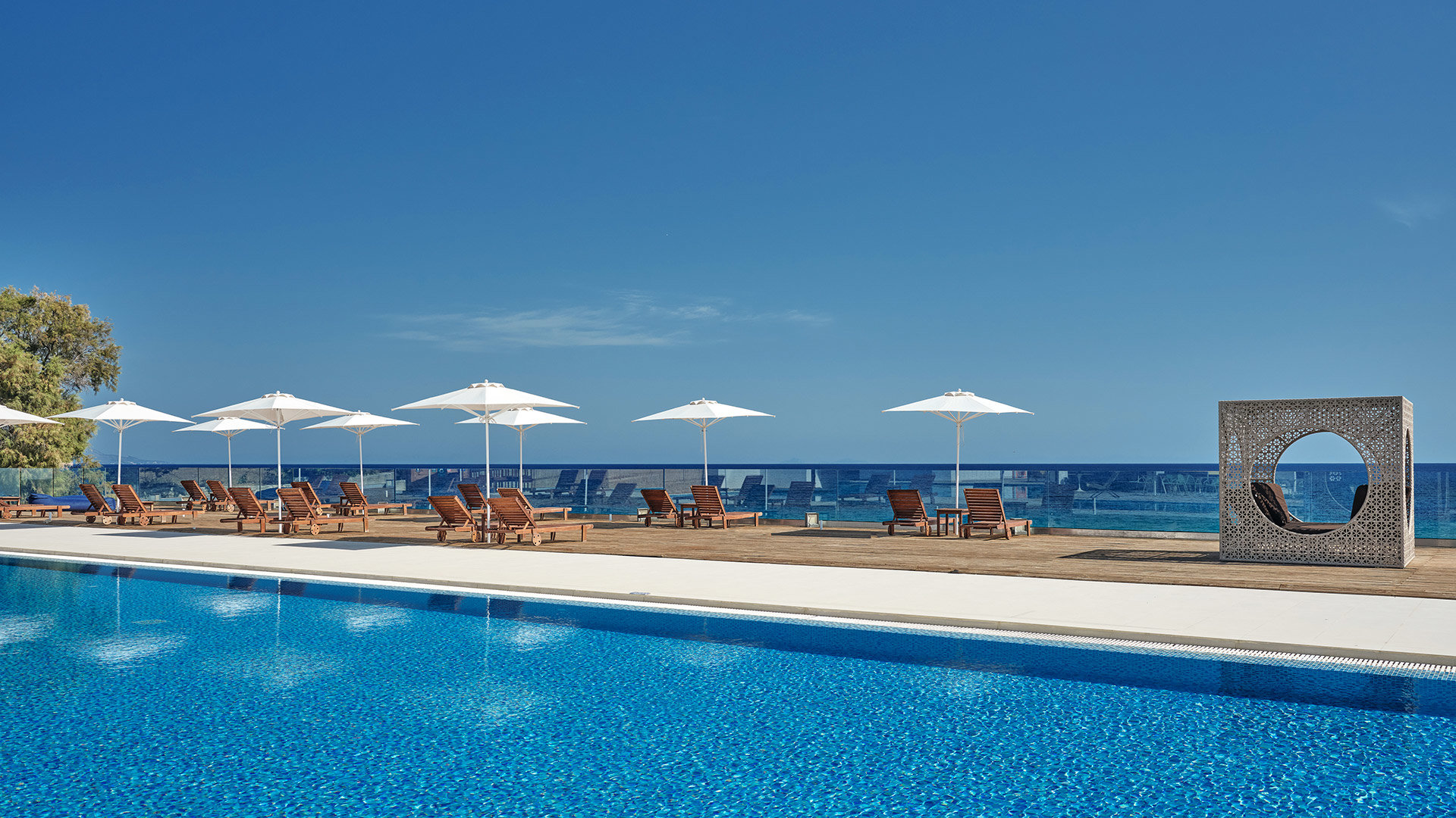 ViešbutisCAVO ORIENT BEACH HOTEL & SUITES